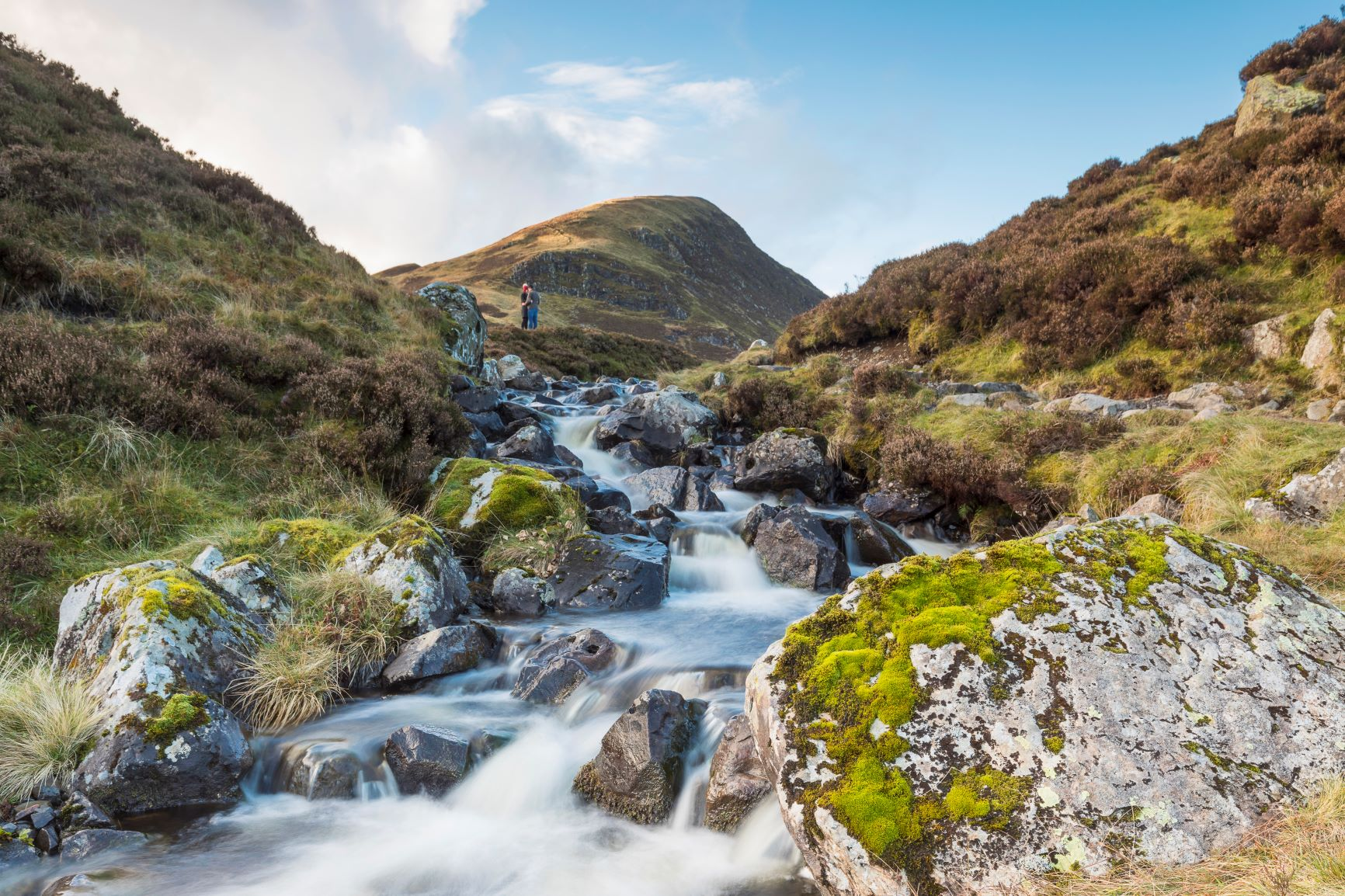 The walking route between the Grey mare's tail and Loch Skeen