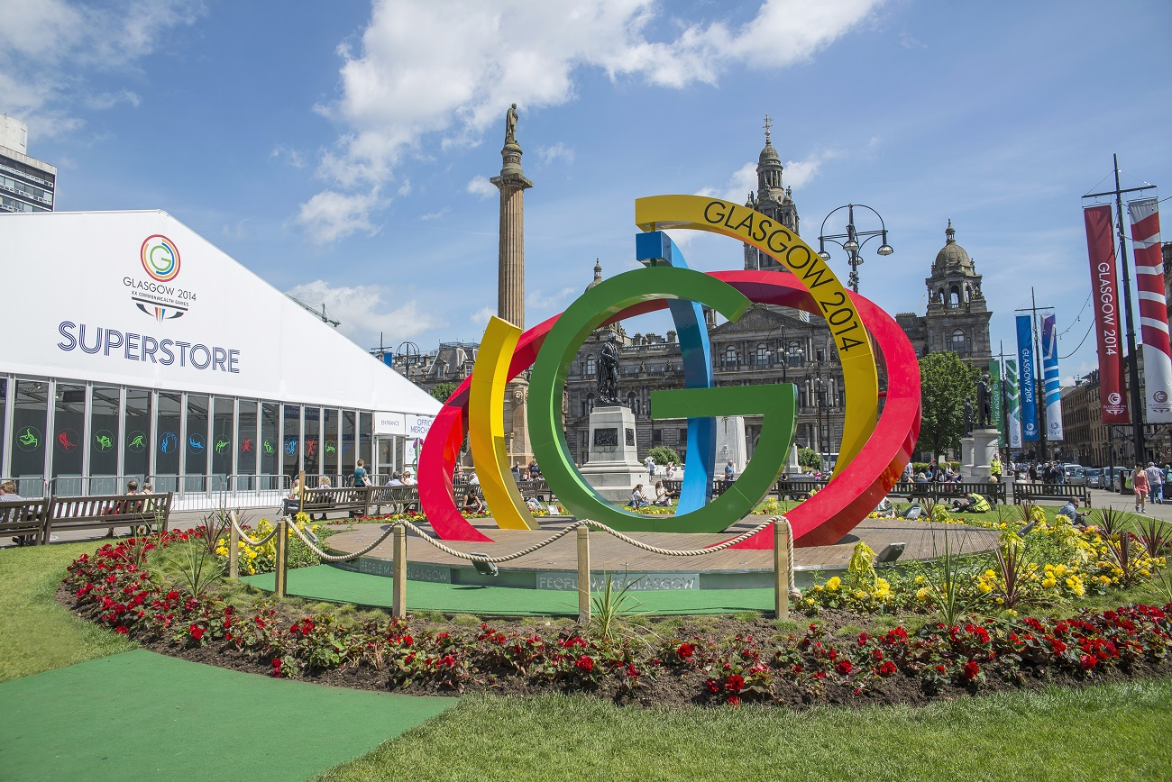 Glasgow 2014 Commonwealth stage in George Square (Glasgow), with G logo in centre of the image and superstore tent on the left